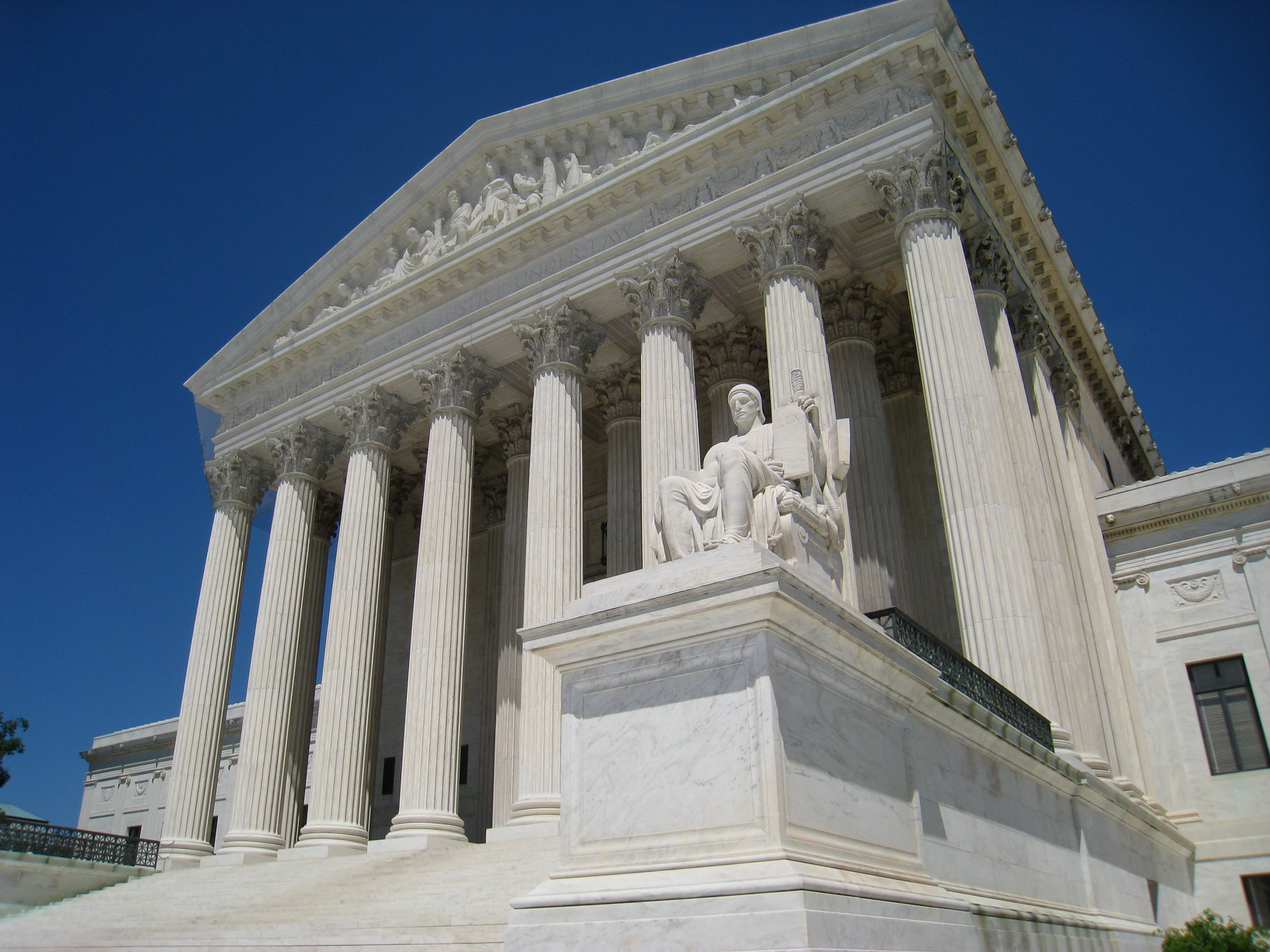 Oblique_facade_2,_US_Supreme_Court.jpg