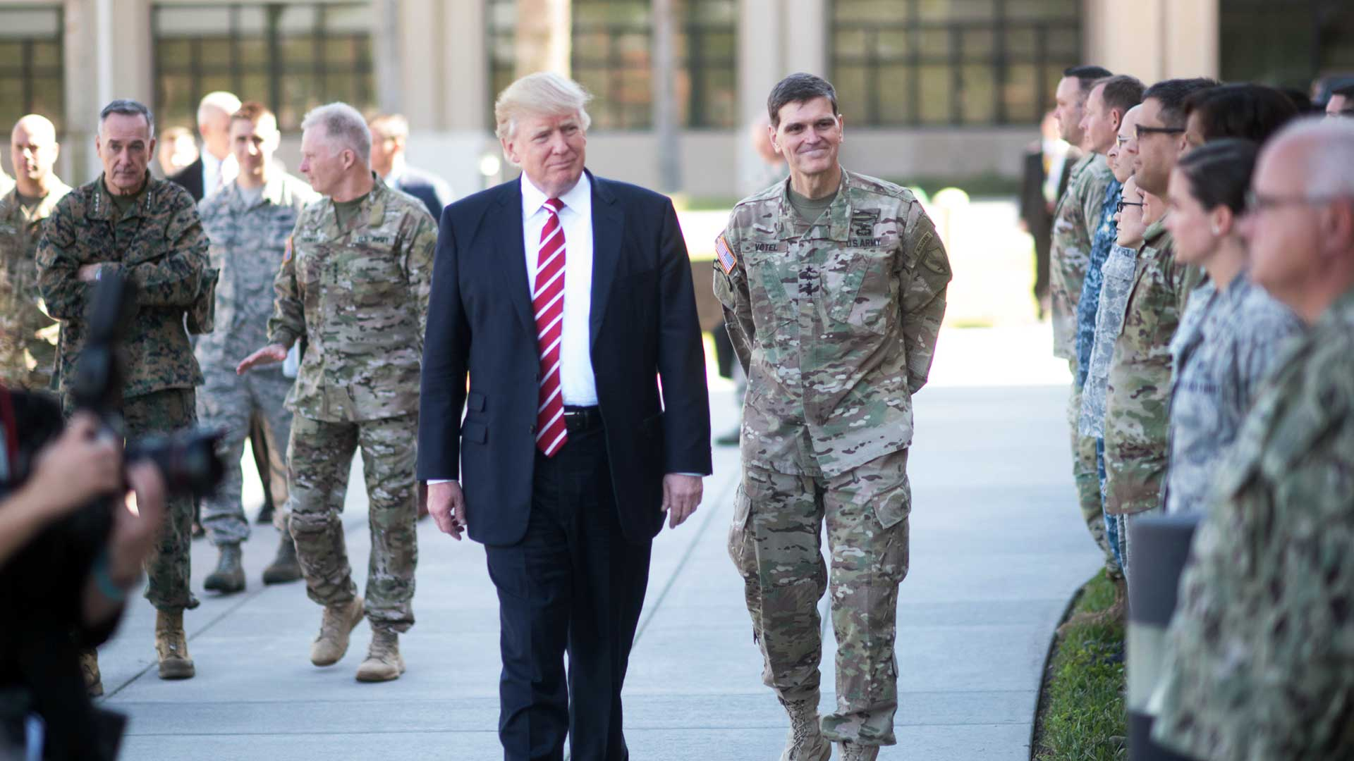 Trump-visits-Air-Force-base.jpg