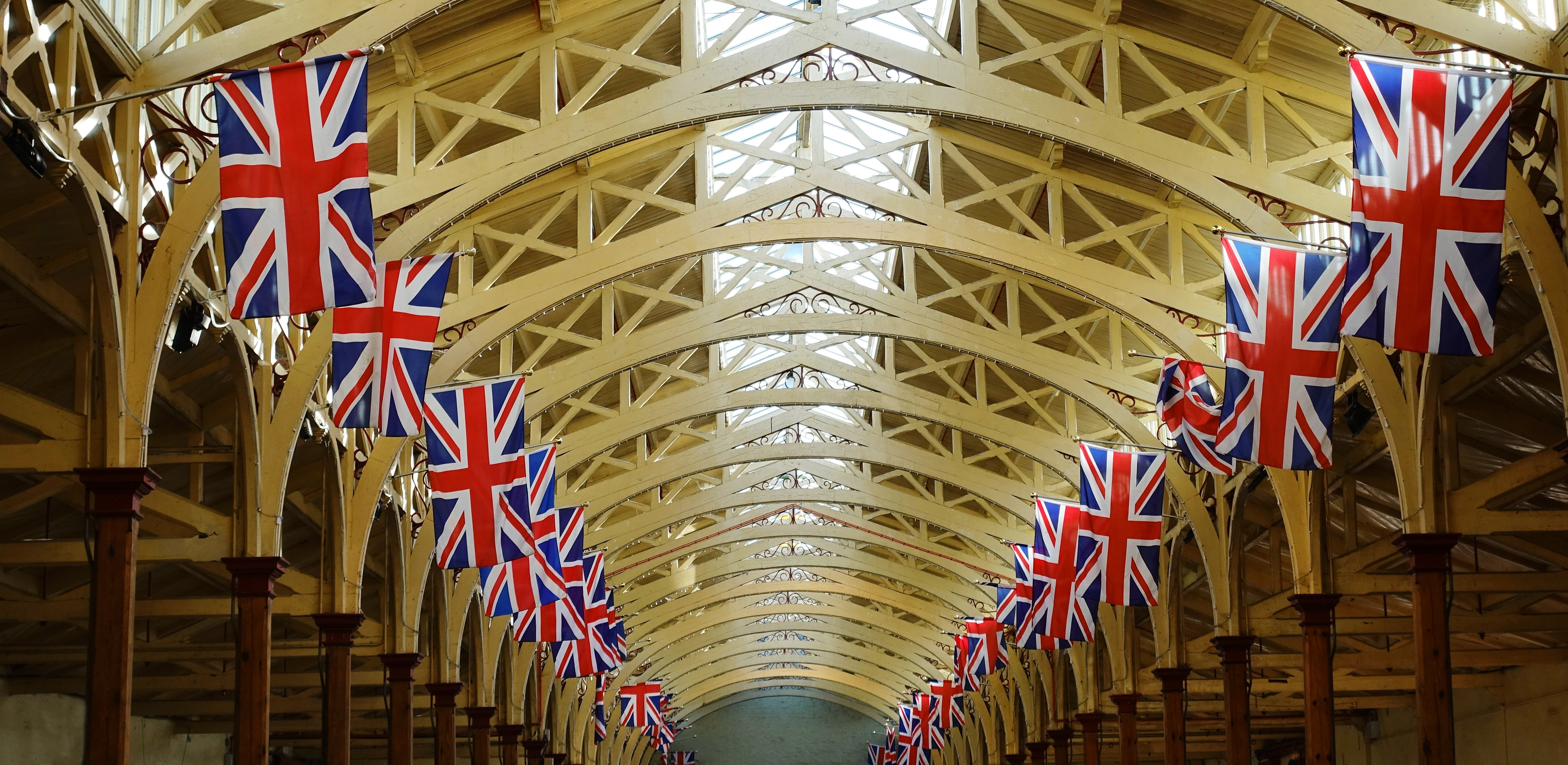 light-perspective-roof-building-celebration-arch-ceiling-hall-market-bunting-aisle-symmetry-flags-brexit-british-union-jack-britain-tourist-attraction-jubilee-devon-union-flag-barnstaple-hammer-beam-pannier-market-1389633.jpg